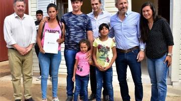 Resultado de imagen para Se entregaron nuevas viviendas para familias afectadas por la inundación